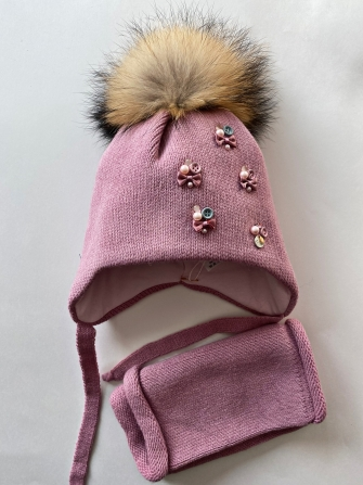 Комплект, шапка трехслойная с завязками и помпонами из енота + манишка.Цвет: лилак