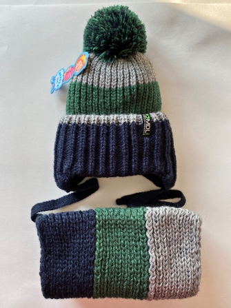 Комплект, шапка трехслойная с завязками вязаным помпоном + снуд восьмерка . Цвет: зеленый